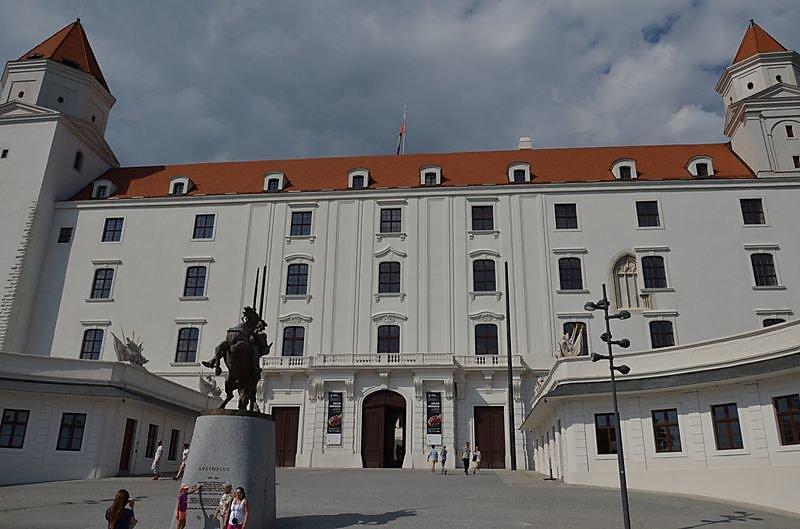 chateau-de-bratislava.jpg