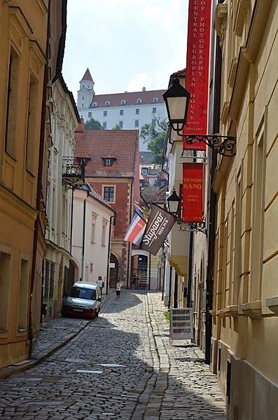 le-chateau-vue-de-la-vieille-ville.jpg